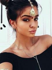 Arab goddess wants to hypnotize us with..