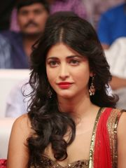 Pics of Shruti Haasan Poojai - rock-cafe