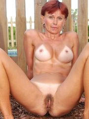 Voyeuy Jpg Hot MILF Kate Gets Bare