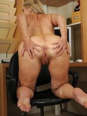 Red-hot Mummy Opens up Her Mature..