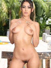 Sophia Leone в бикини и без..