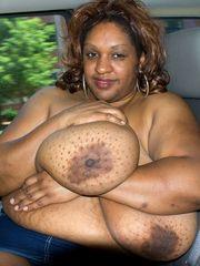 Plump ebony mom Dlysha squeezing her..