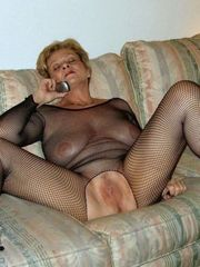 Naked mature women with shaved vags in..