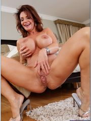 Meaty tits model Deauxma on the rest