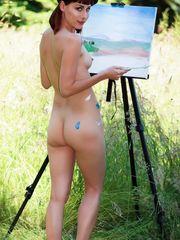 Cute nude women and sexy figure art