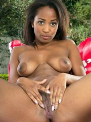 Smiley ebony damsel Ivy Sherwood..