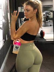 InstantFap - Appetizing Gym Selfie