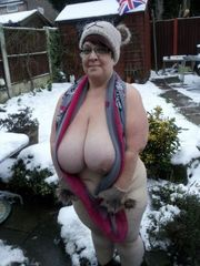 Big-chested Euro Wifey and ex-gfs
