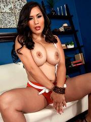 Asian Cougar Jessica Bangkok rocks her..