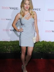 Ashley Hinshaw Super-hot Picture  -..
