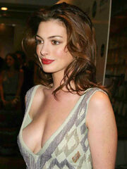 Anne Hathaway low quality - Lowbird -..