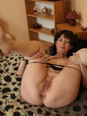 Bare Gals - AGE SIZE Form WHO CARES ! -..