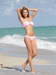 Jessica Hart Bathing suit Fotograflari..