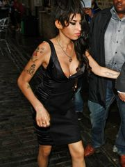 A Very Inebriated Amy Winehouse Doing..