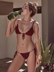 Alyssa Millerdan özel pozlar Kıbrıs..