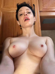 NEW! Rose McGowan Bare Lesbo Images..