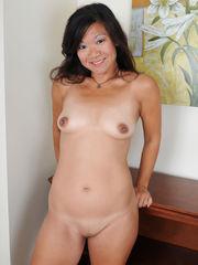 Smiley mature Japanese Samantha W sheds..