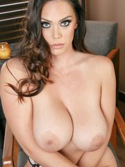 Alison Tyler exposes meaty bumpers -