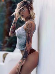 Голая модель Tina Louise..