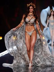 Nude TopModels in Catwalk -..
