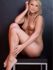 Emily Osment Nude Fakes -  ERO