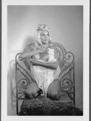 ACTRESS JAYNE MANSFIELD Bare-breasted..