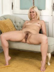 wearehairycom-anna-joy