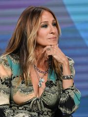 sarah-jessica-parker-cleavage-at-divorc..