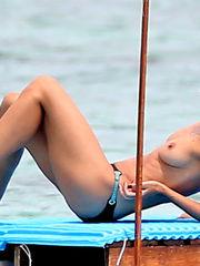 Heidi Klum Without bra in Mexico..