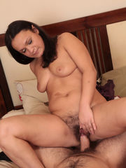 Unshaved honeypot mummy in hd - Milf -..