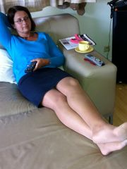 Hot Mature Female Posting at Home In..