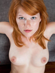 Узкая пиздёнка Naked-Woman