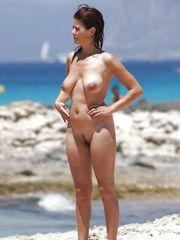 Belles filles a la plage 12-50 -..