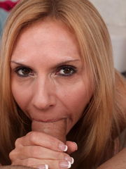 Blond milf gives blow-job - Pichunter