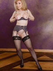 ▷ Nina Hartley in Evil Hotwife 2..