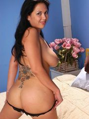 Appetizing and huge-titted cougar Reina..