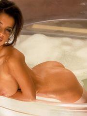 Nue - Picture de Kelly Monaco nue,..