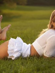 platinum-blonde ultra-cutie grass HD..