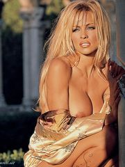 Pamela Anderson naked super-sexy from..