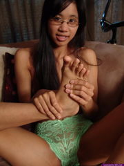 Amy is a sole worship tonguing her toes..