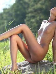 Naturist Women Images - Mobile Friendly..