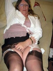 Gross mature housewife in brief milky..