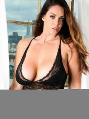 Cool big-boobed girl: Alessandra Miller..