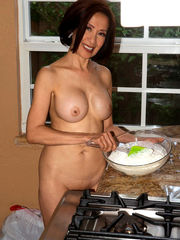 Mature Chinese doll Kim Anh bakes in..