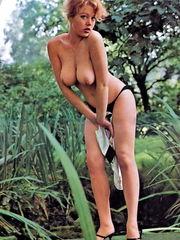Margaret Nolan Naked - 54 immagini -..