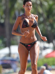 FOTOS Nicole Murphy Bikini Photos News..