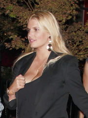 Jessica Simpson Gives A Tug And Exposes..