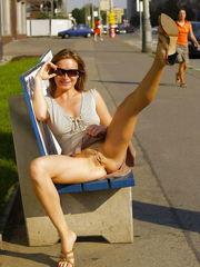 Upskirt - bottomless 2 - Images -..