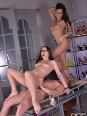 2 honies Wendy Moon and Mea Melone..