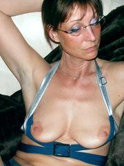 Fabulous mature wifey Joelle posing..